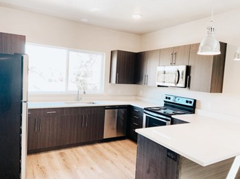 2874 Kiesel Ave 3 Beds Apartment for Rent Photo Gallery 1