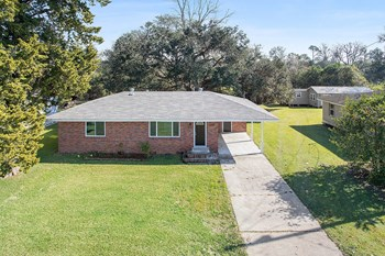 6422 HWY 1 2 Beds House for Rent Photo Gallery 1