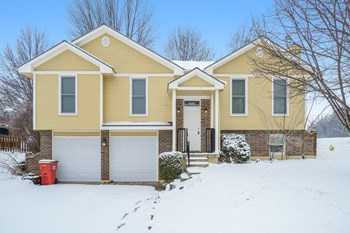 1820 Ne Whitestone DR 3 Beds House for Rent Photo Gallery 1