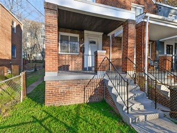 206 36Th Street South East 2 Beds House for Rent Photo Gallery 1