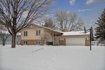 2637 Clearview Ave 3 Beds House for Rent Photo Gallery 1