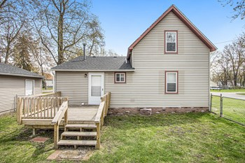 903 Clinton St 3 Beds House for Rent Photo Gallery 1