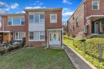 57 Victor St Ne 3 Beds Duplex/Triplex for Rent Photo Gallery 1