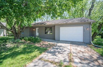 2207 NORWOOD DR 3 Beds House for Rent Photo Gallery 1