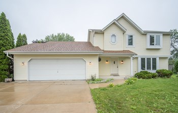 5528 N MEADOWS DR 3 Beds House for Rent Photo Gallery 1