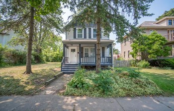 1033 12Th Ave 3 Beds House for Rent Photo Gallery 1