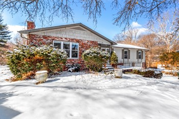 615 W 28TH PL 4 Beds House for Rent Photo Gallery 1