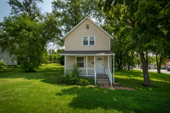216 N Main St 3 Beds House for Rent Photo Gallery 1