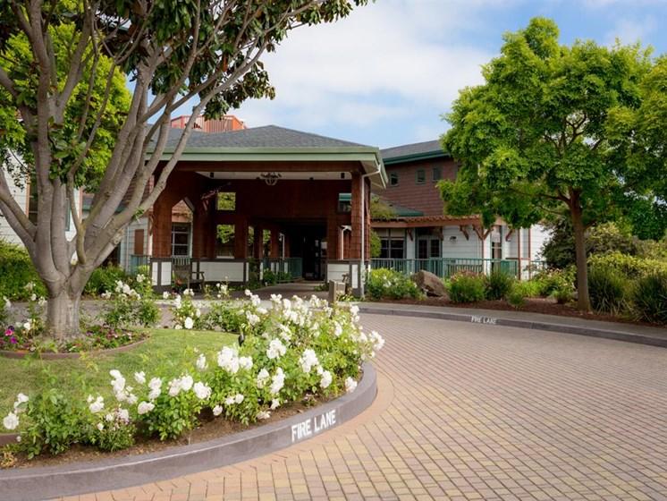 Outdoor Garden Space at Cogir of Vallejo Hills, California