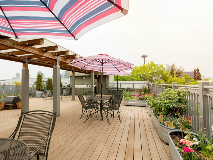 Shaded Outdoor Courtyard Area at Cogir of Queen Anne, Seattle, Washington