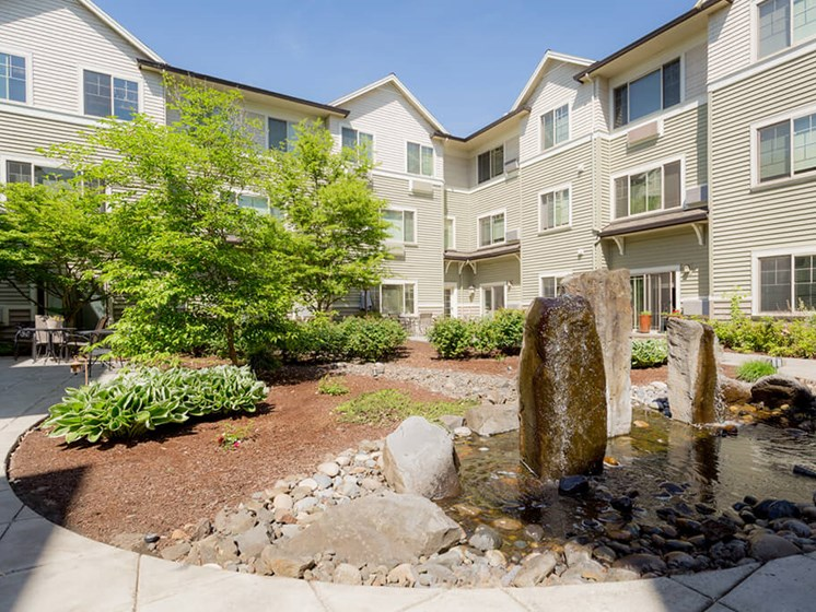 Courtyard Garden Space at Cogir of Vancouver, Washington, 98682