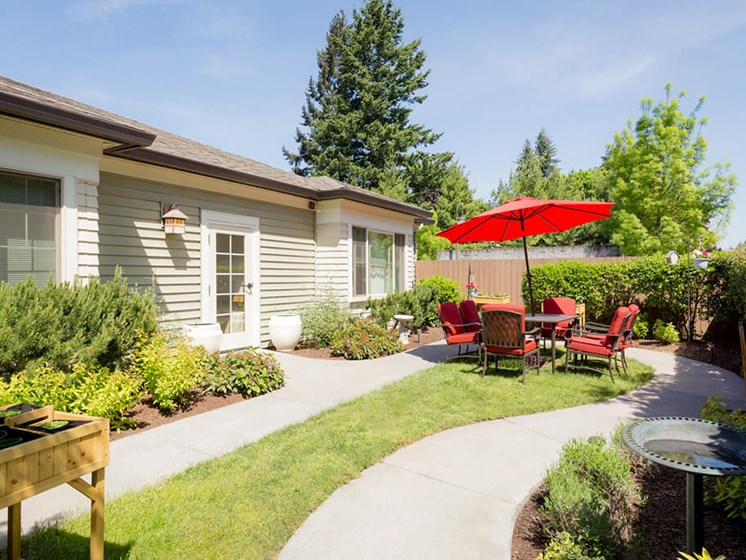Shaded Outdoor Courtyard Area at Cogir of Vancouver, Vancouver, Washington