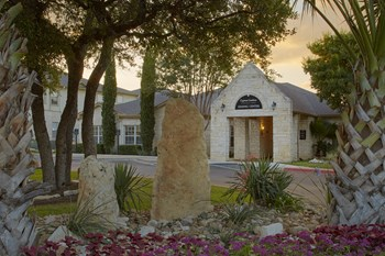 335 Cypress Creek Road 1-3 Beds Apartment for Rent Photo Gallery 1
