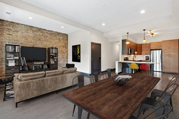 915 W Addison St 2-3 Beds Apartment for Rent Photo Gallery 1