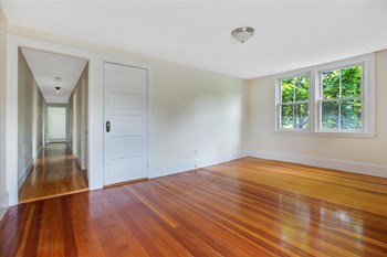7 Argyle Street Studio-3 Beds Apartment for Rent Photo Gallery 1