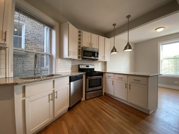 4401 N Clark 2-3 Beds Apartment for Rent Photo Gallery 1