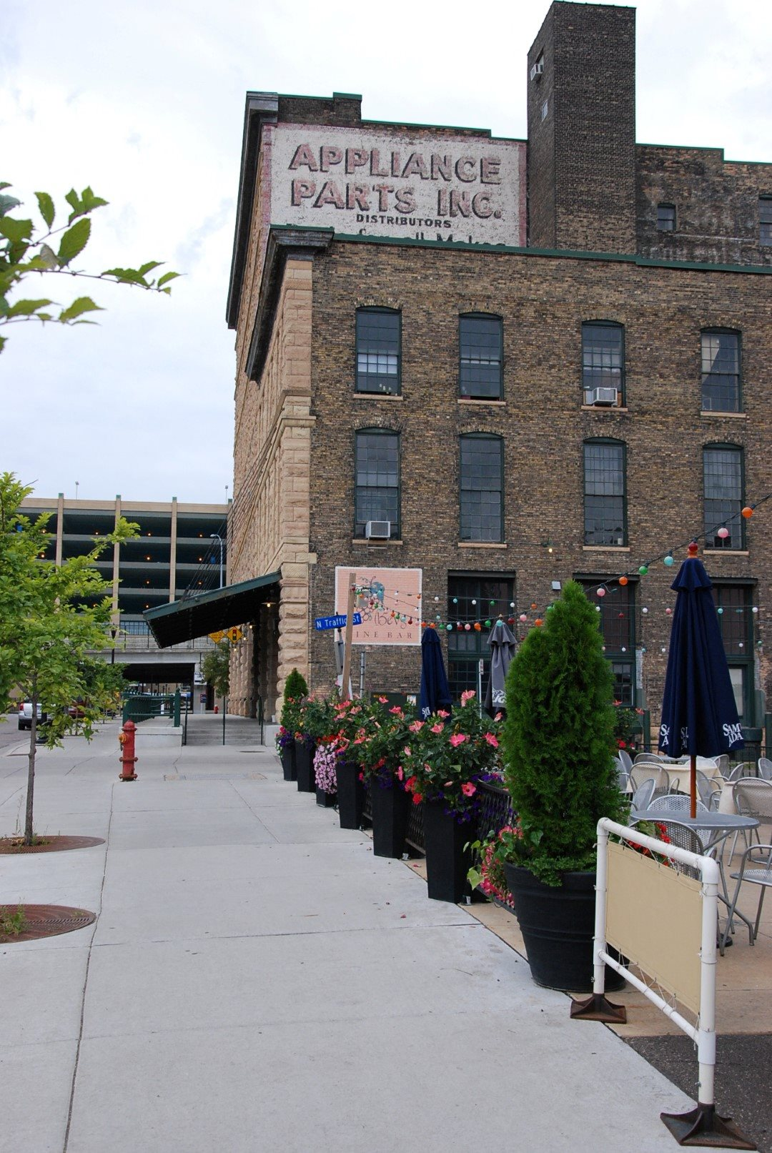 Gurley Lofts Exterior City View Restaurant Minneapolis