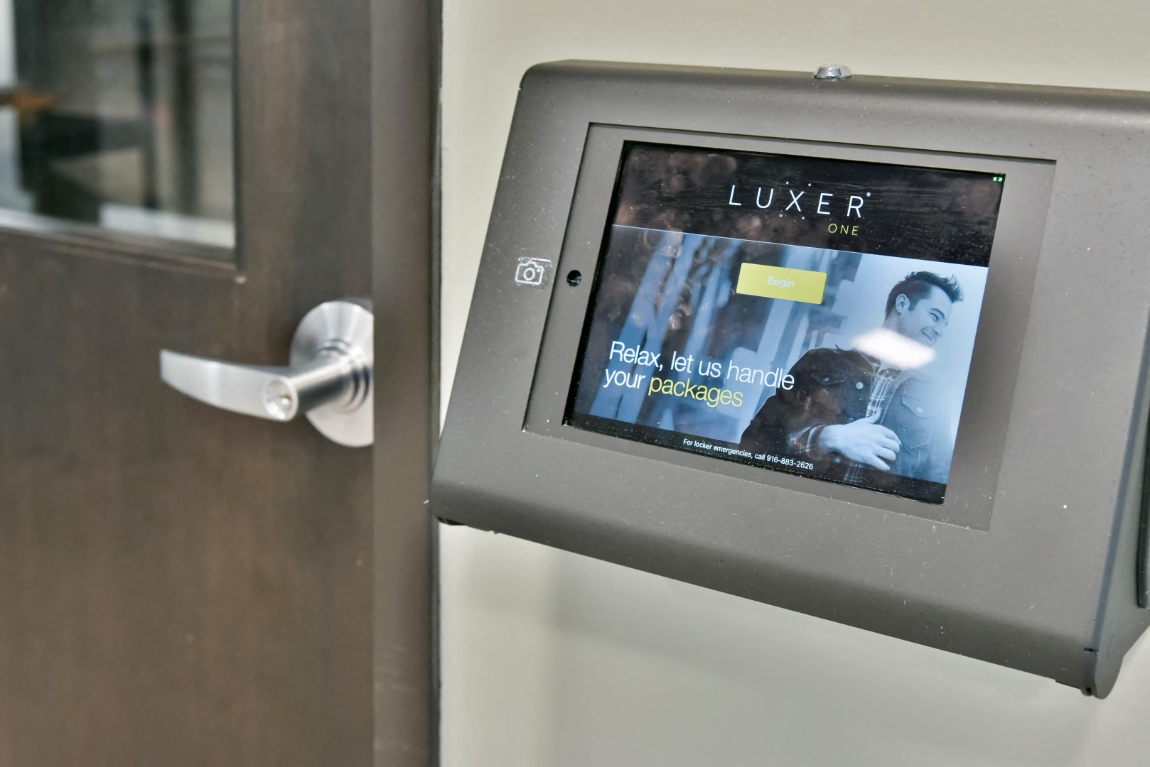24/7 package acceptance with luxer one package room