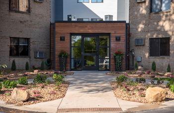 3575 Lexington Avenue S 3 Beds Apartment for Rent Photo Gallery 1