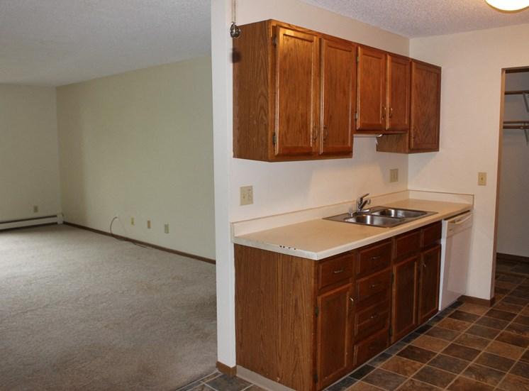 Classic Apartment Options at Eden Glen, Eden Prairie, Minnesota