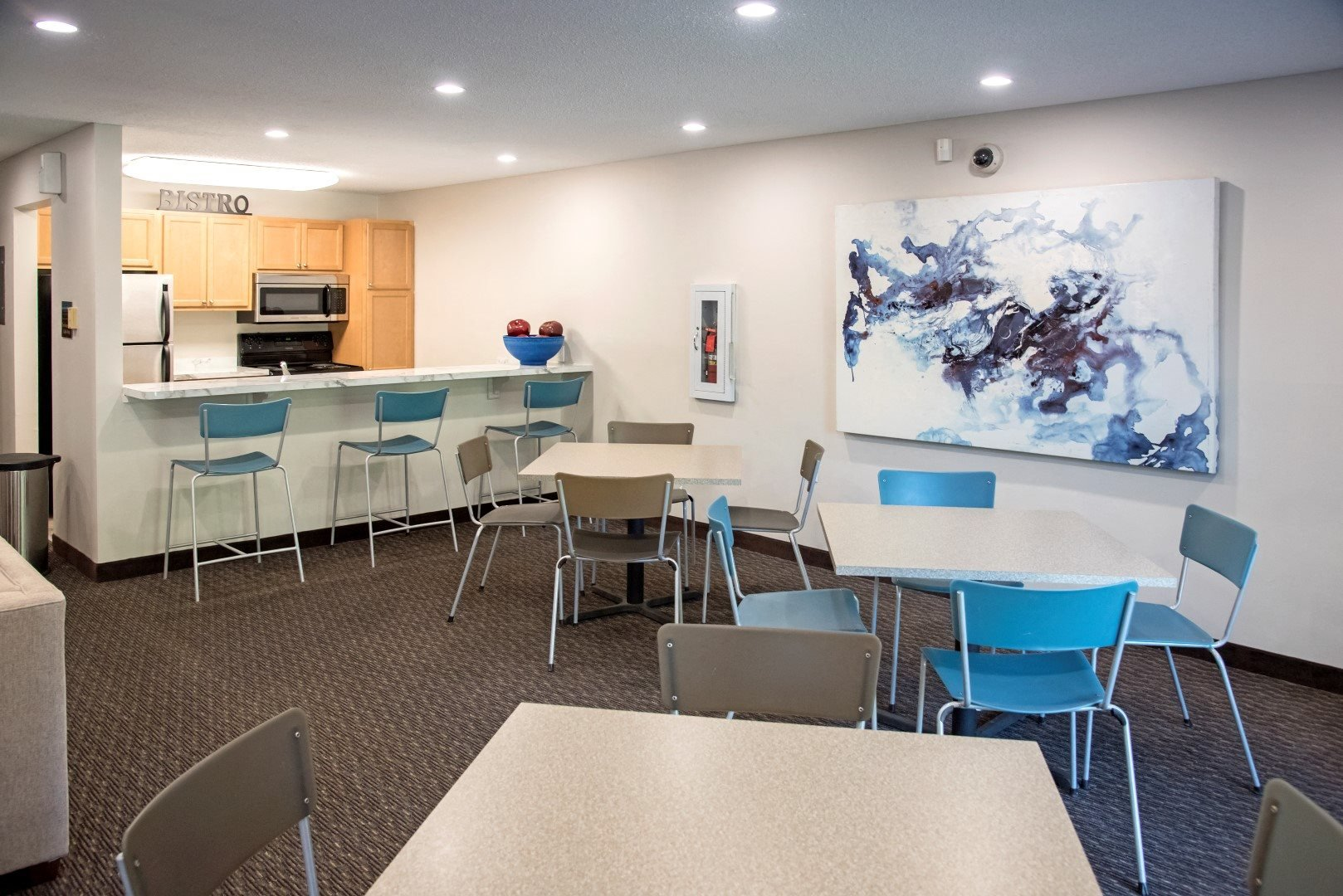 EdenvaleApartments_EdenPrairie_MN_communitykitchen