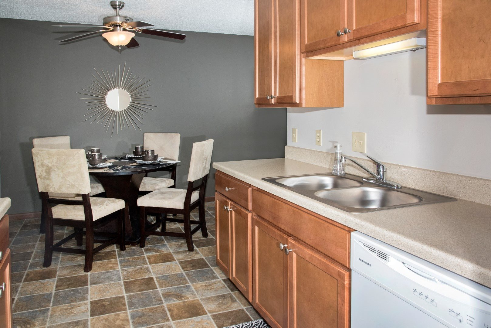 EdenvaleApartments_EdenPrairie_MN_modelkitchen