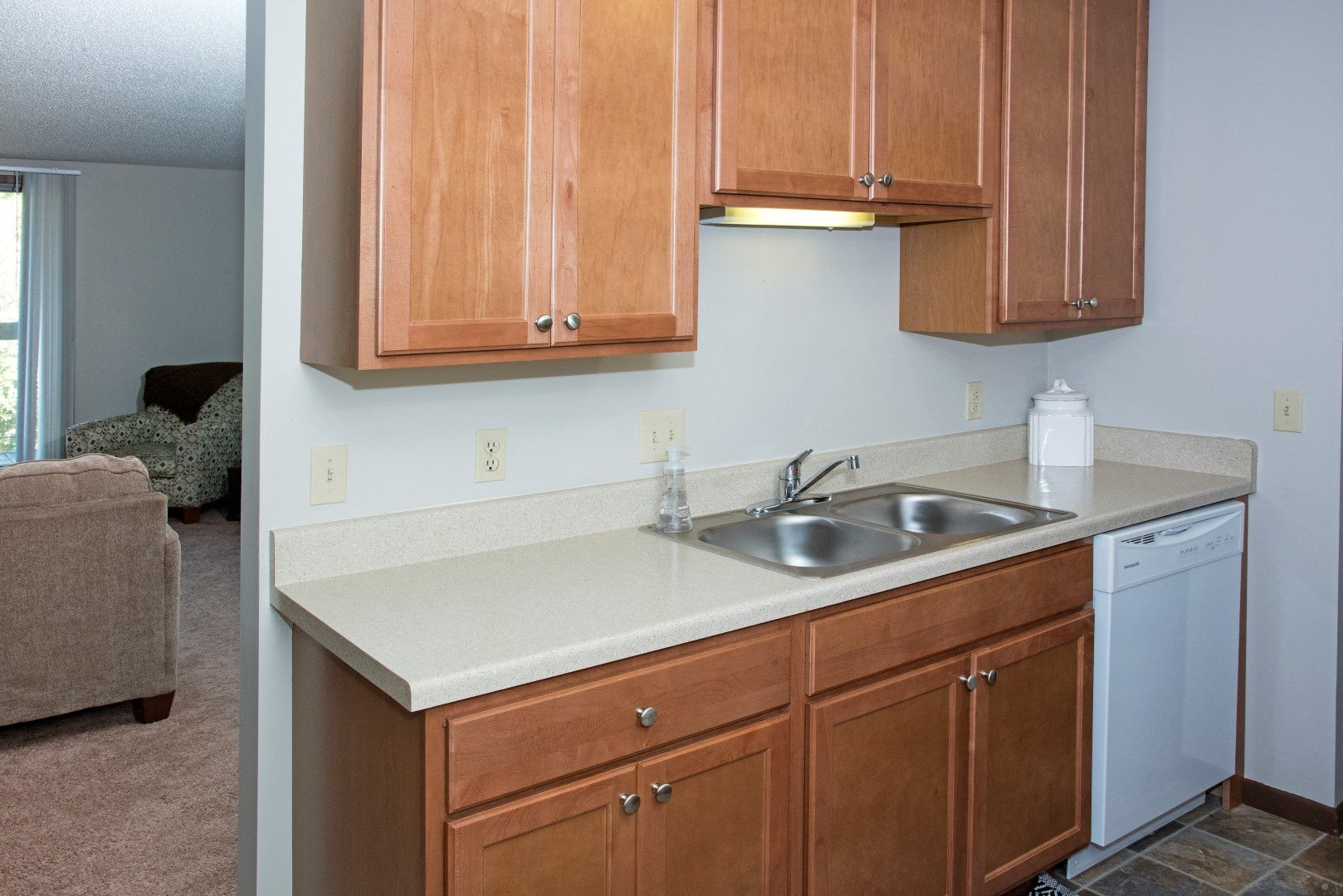 EdenvaleApartments_EdenPrairie_MN_modelkitchen2