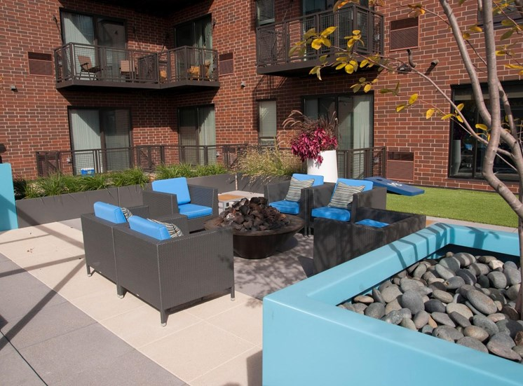Community Lounge and Grilling Area at Martin Blu, Minnesota