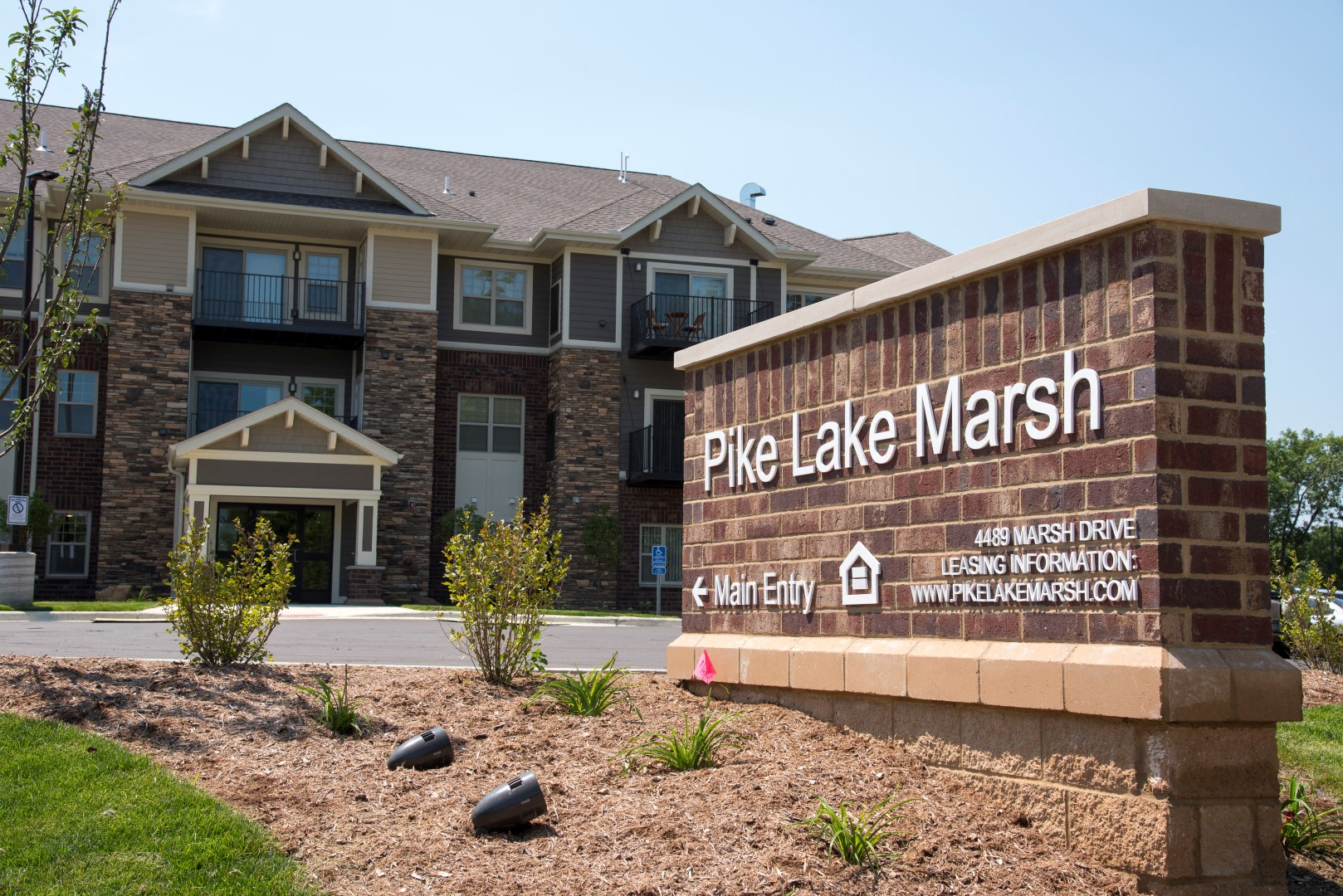 Pike Lake Marsh Apartments Exterior Sign