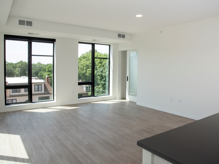 Living Room with Carpeted Flooring at The Hill Apartments, Saint Paul, MN, 55103