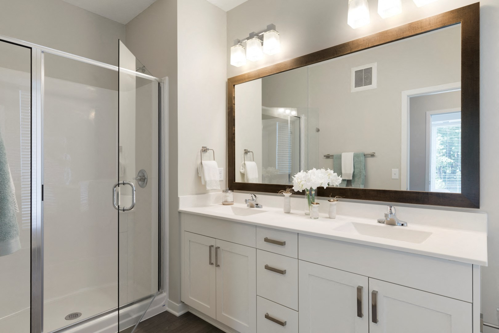 The McMillan Shoreview Model 201 Bathroom