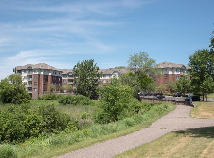 Walking paths between two buildings