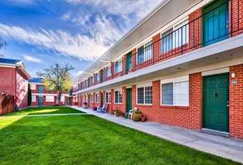 300 S. Straughan Ave 1-3 Beds Apartment for Rent Photo Gallery 1