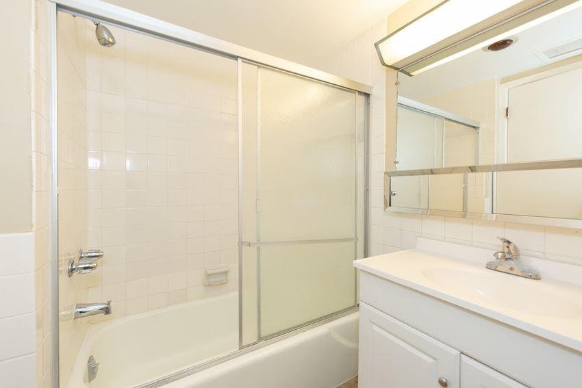 Almar Arms Bathroom