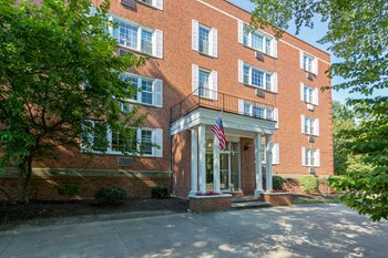 12700 Fairhill Rd. 1-2 Beds Apartment for Rent Photo Gallery 1