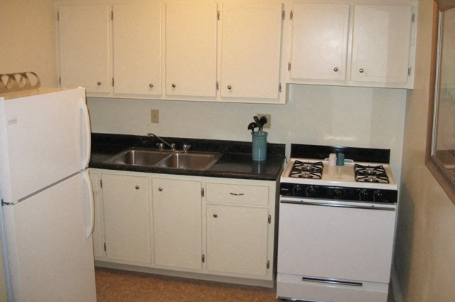 This is a photo of the kitchen of a 631 square foot 1 bedroom apartment at Colonial Ridge Apartments in Cincinnati, OH.