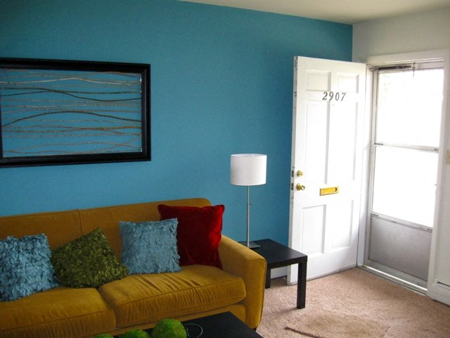This is a photo of the living room of a 631 square foot 1 bedroom apartment at Colonial Ridge Apartments in Cincinnati, OH.