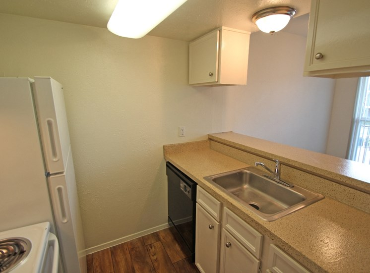 This is a photo of the kitchen in a 576 square foot 1 bedroom apartment at The Summit at Midtown Apartments in Dallas, TX.