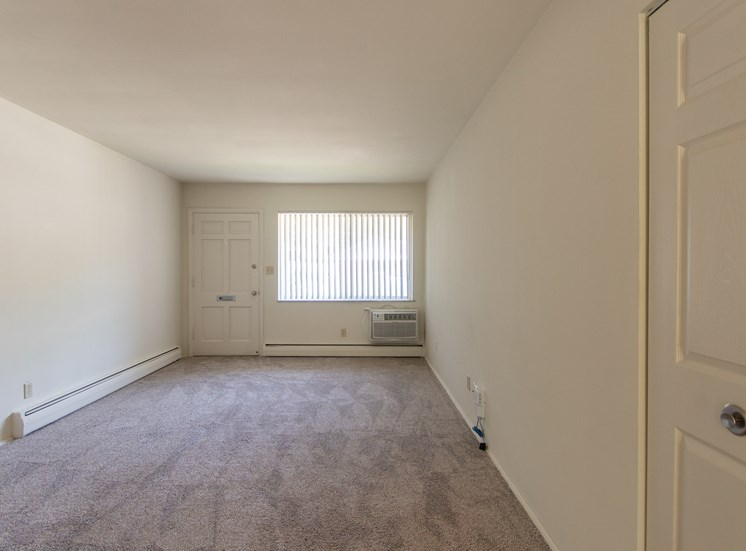 This is a photo of the living room in the 631 square foot, B-style 1 bedroom floor plan at Colonial Ridge Apartments in Cincinnati, OH.