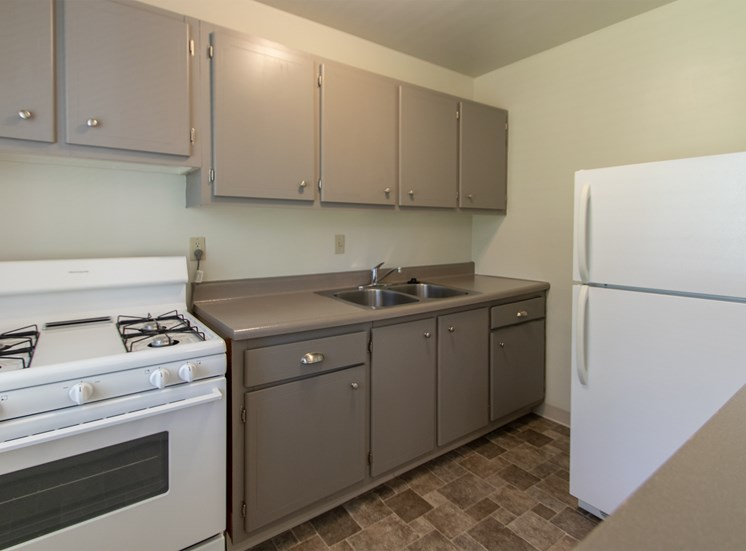 This is a photo of the kitchen in the 631 square foot, B-style 1 bedroom floor plan at Colonial Ridge Apartments in Cincinnati, OH.