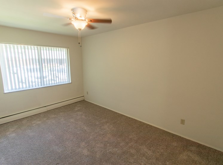 This is a photo of the bedroom in the 631 square foot, B-style 1 bedroom floor plan at Colonial Ridge Apartments in Cincinnati, OH.