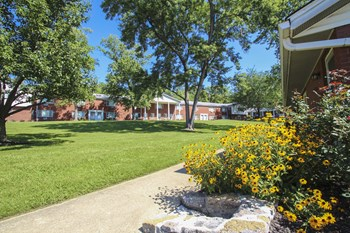 2928 Colonial Ridge Ct. 1-3 Beds Apartment for Rent Photo Gallery 1