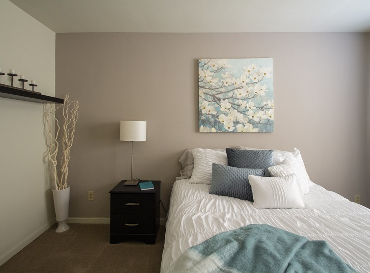 This is a photo of the bedroom of the 550 square foot 1 bedroom, balcony floor plan model apartment at College Woods Apartments in Cincinnati, OH.