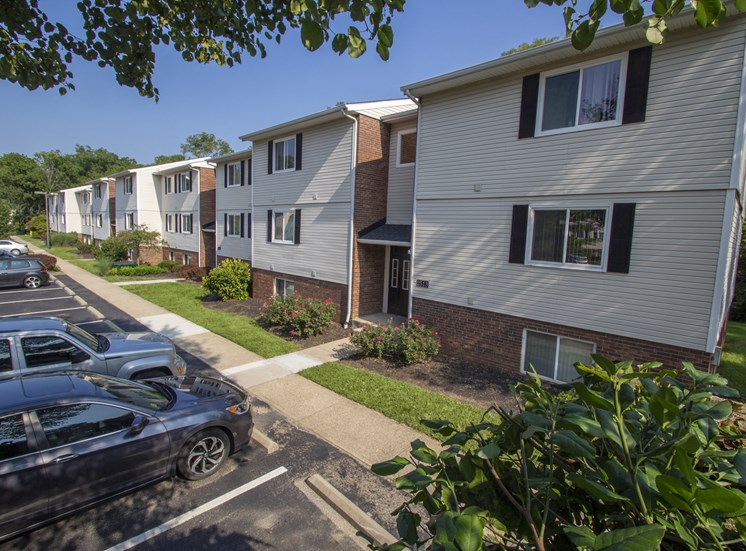 Thisis a picture of some building exteriors at Deer Hill Apartments in Cincinnati, Ohio.