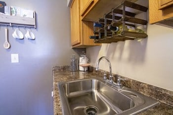 2551 Spindlehill Drive 1-2 Beds Apartment for Rent Photo Gallery 1