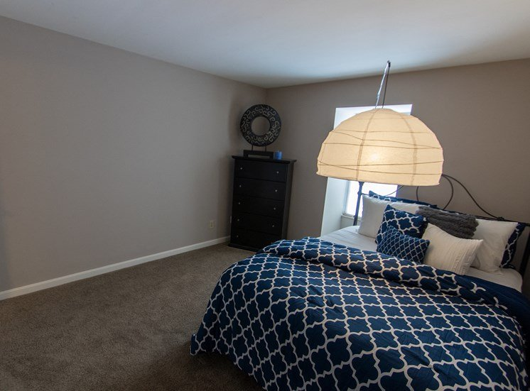 This is a picture of the bedroom in an upgraded 980 square foot, 2 bedroom model apartment at Fairfield Pointe Apartments in Fairfield, Ohio.