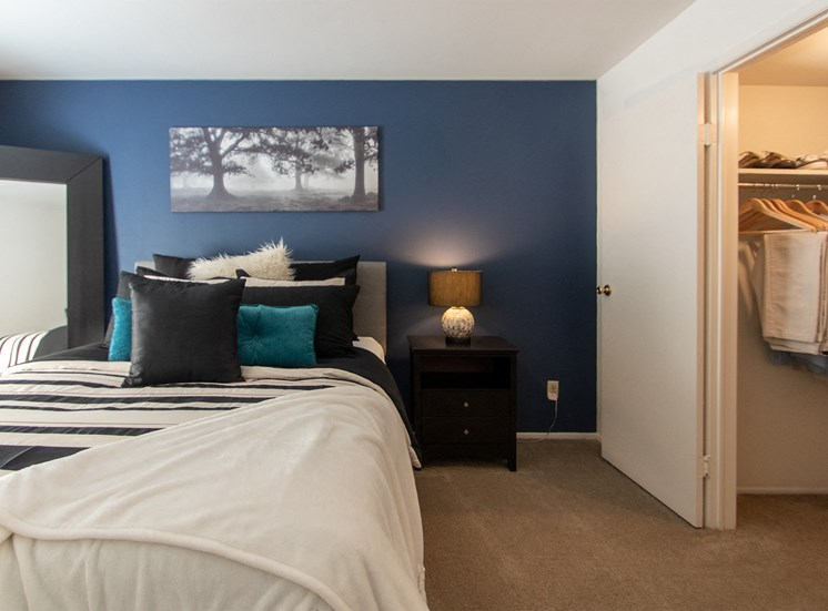 This is a picture of the master bedroom in the 980 square foot, 2 bedroom model apartment at Fairfield Pointe Apartments in Fairfield, Ohio.