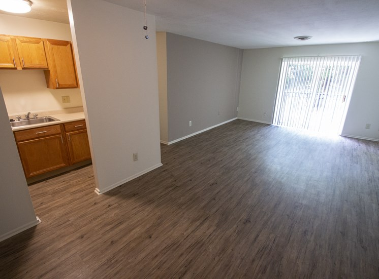 This is a photo of the living room in a 750 square foot 2 bedroom, 1 bath apartment at Park Lane Apartments in Cincinnati, OH.
