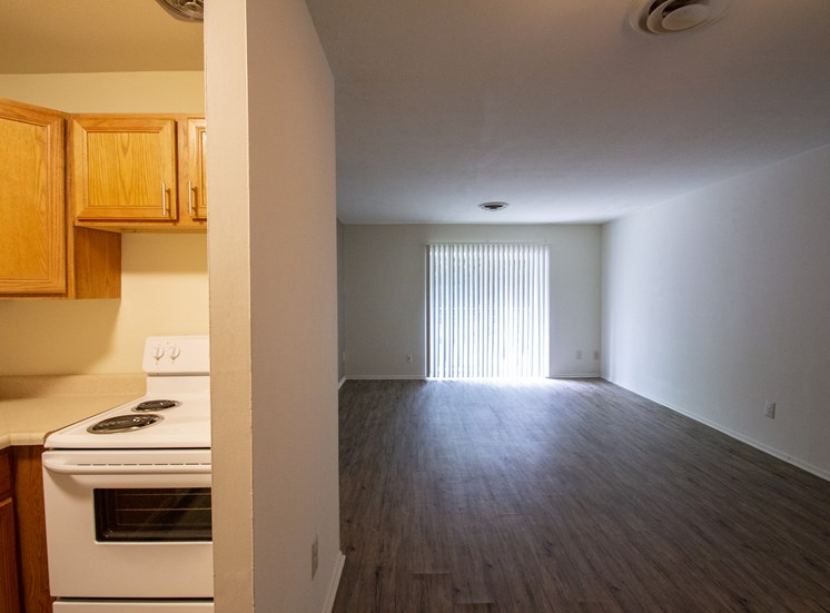 This is a photo ofliving room in a 750 square foot 2 bedroom, 1 bath apartment at Park Lane Apartments in Cincinnati, OH.