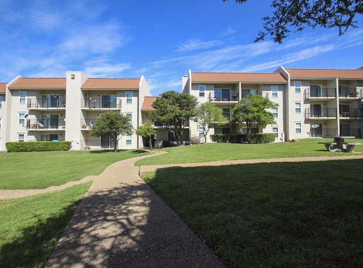 This is a photo of a courtyard and building exterior at Princeton Court Apartments in Dallas, TX